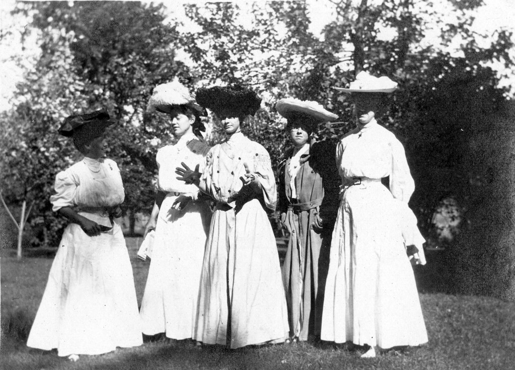 Photograph of Bess Wallace with Other Ladies