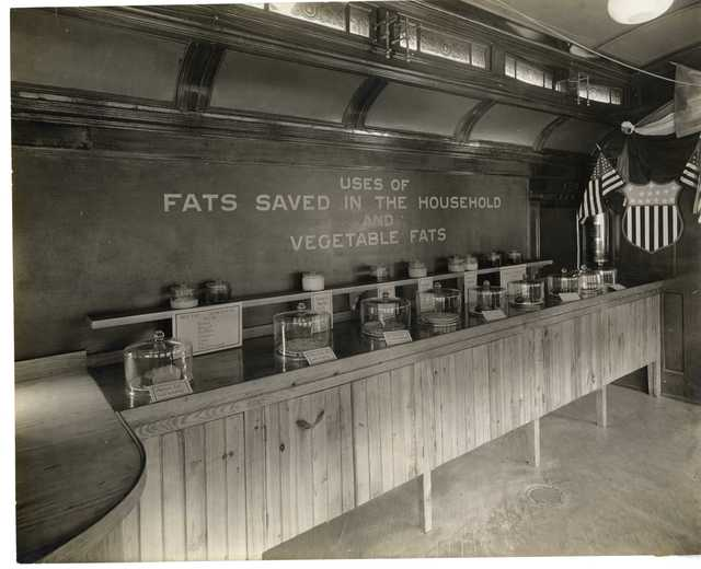Photograph of Pennsylvania Food Conservation Train Exhibit on the Uses of Fats