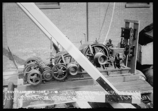 Side View of Machinery of Stiff Leg Derrick for Handling Scrap
