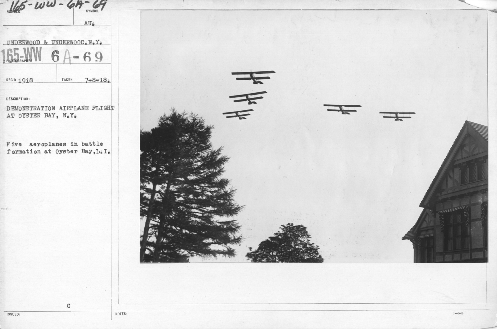 Airplanes - Flight - Demonstration airplane flight at Oyster Bay, N.Y. Five aeroplanes in battle formation at Oyster Bay, L.I
