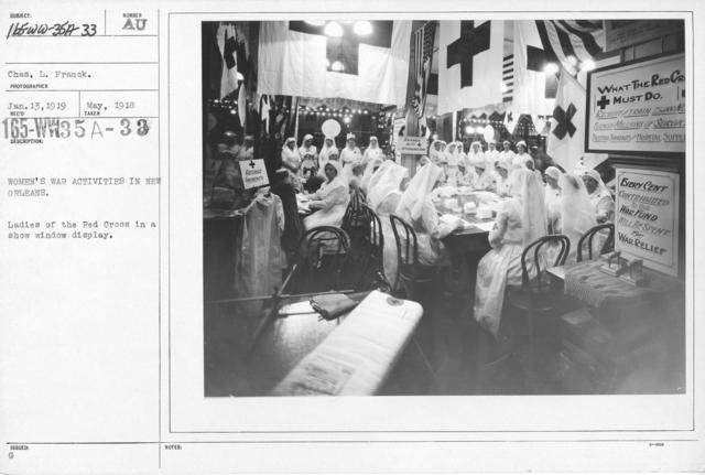 American Red Cross - Classes in Red Cross Work - Women's war activities in New Orleans. Ladies of the Red Cross in show window display
