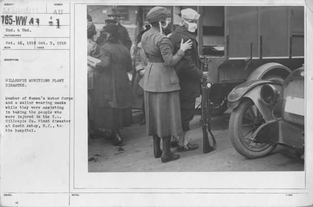 American Red Cross - Miscellaneous - Gillespie munitions plant disaster. Member of Women's Motor Corps and a sailor wearing masks while they were assisting in taking the people who were injured in the T.A. Gillespie Co. Plant disaster at South Amboy, N.J., to the hospital