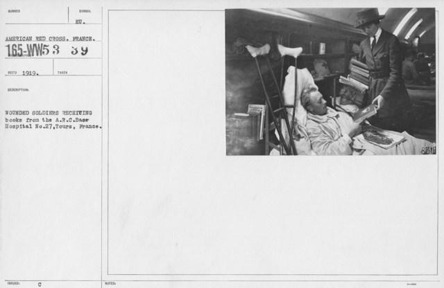 American Red Cross - Miscellaneous - Wounded soldiers receiving books from the A.R.C. Base Hospital No. 27, Tours, France