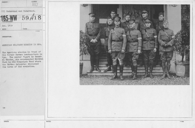 Armistice - Armistice - American military in Spa. The American mission in front of the former German headquarters in Spa. The center figure is Gernal Rhodes, who accompanied Marshal Foch to the Compeigne Wood where the German delegates discussed the terms of the armistice