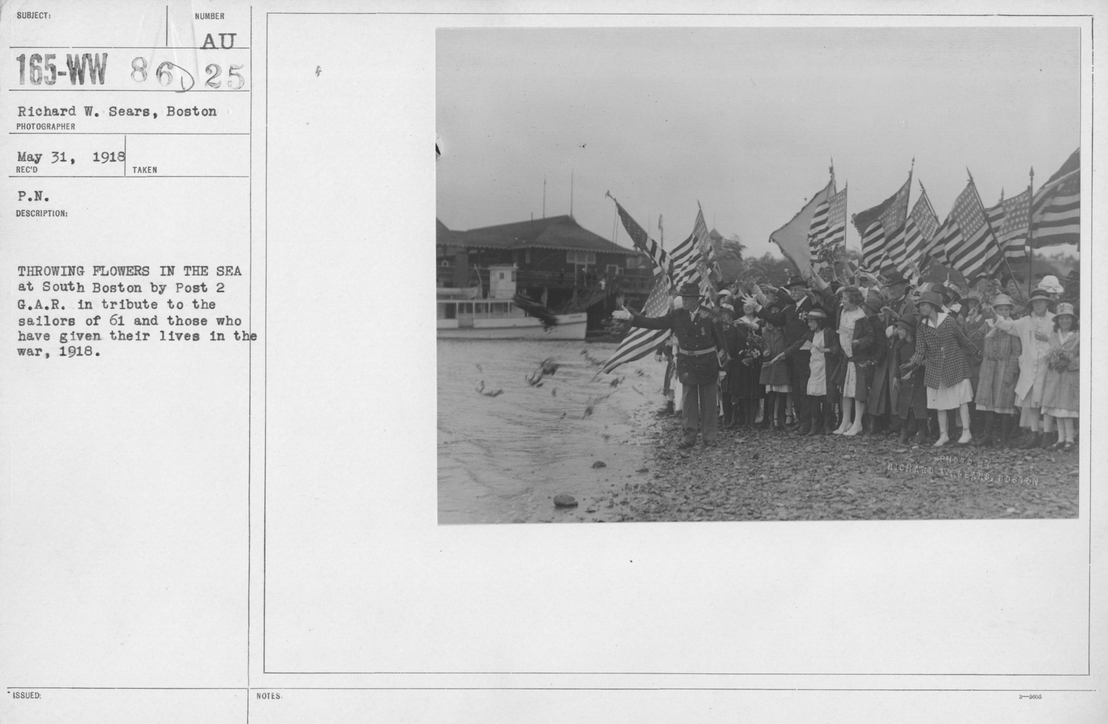 Ceremonies and Parades - Throwing flowers in the sea at South Boston by Post 2 G.A.R. in tribute to the sailors of 61 and those who have given their lives I the war, 1918