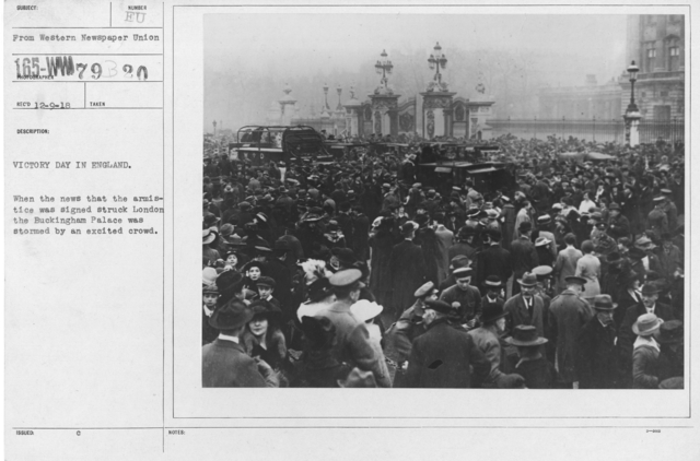 Ceremonies - England - Victory Day in England. When the news that the armistice was signed struck London the Buckingham Palace was stormed by an excited crowd