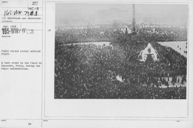 Ceremonies - France - Paris crowds loudly acclaim peace. A vast crowd in the place de Concorde, Paris, during the Peace celebrations