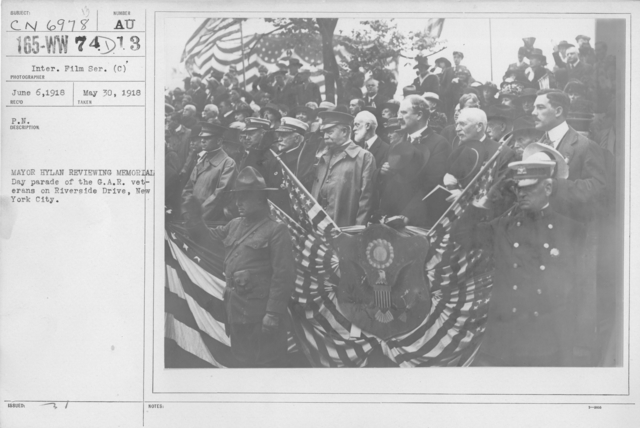 Ceremonies - Liberations - Memorial Day, 1918 - Mayor Hylan reviewing Memorial Day parade of the G.A.R. veterans on Riverside Drive, New York City