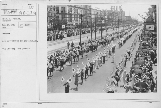 Ceremonies - Liberty Loans (War Finance Parade) - War activities in New Orleans. 4th Liberty Loan parade