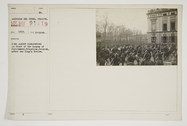 Ceremonies - Review in Theatre of Operations - Belgian Army - King Albert dismounting in front of the Houses of Parliament, Brussels, Belgium, after the King's review