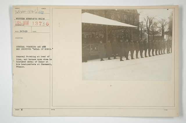 """Decorations - Presentations - DSM and CM of Honor - General Pershing and men who received """"Medal of Honor."""" General Pershing at head of line, and heroes upon whom he bestowed Medal of Honor at his headquarters at Chaumont, France"""