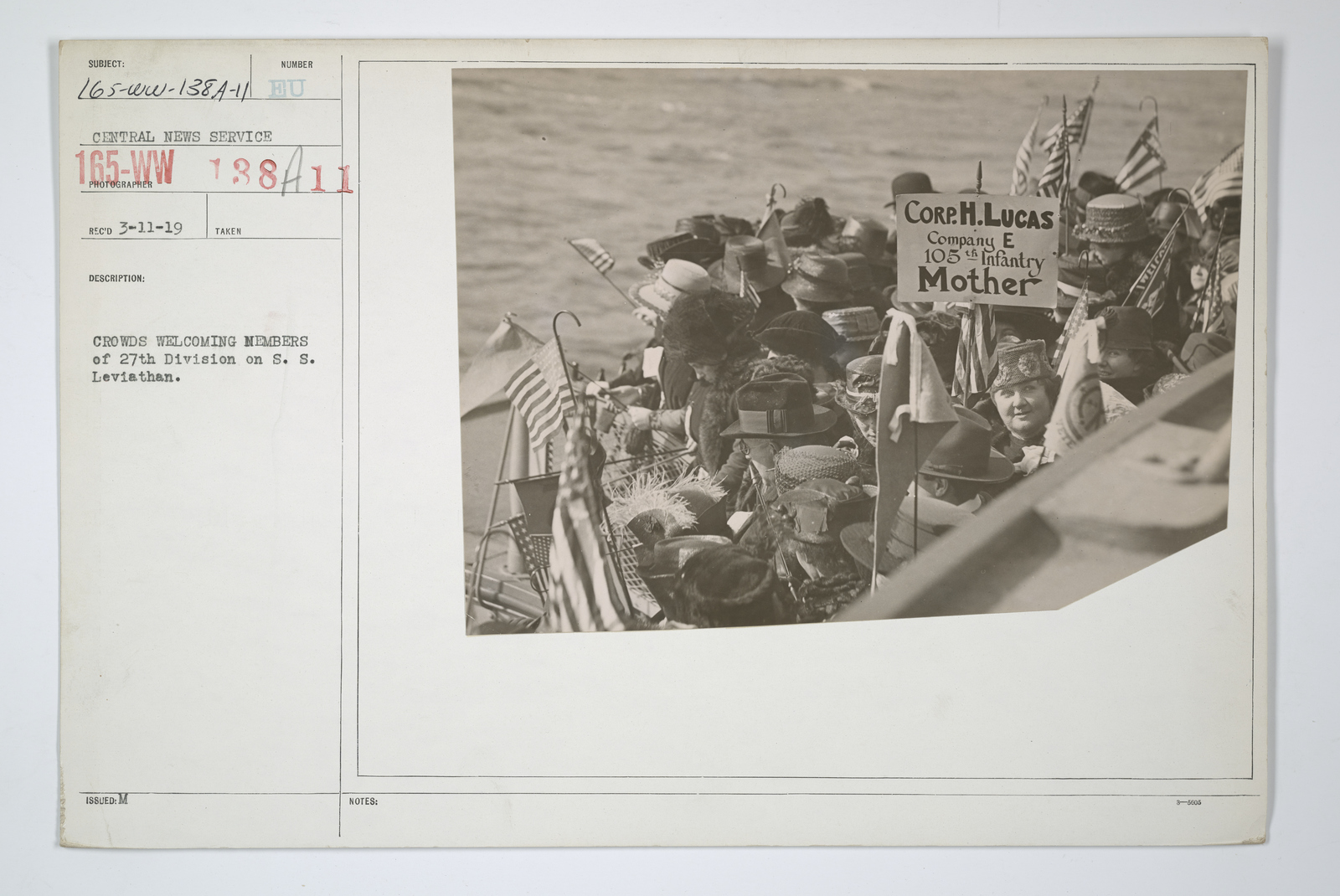 Demobilization - Miscellaneous - Crowds welcoming members of 27th Division on S.S. Leviathan