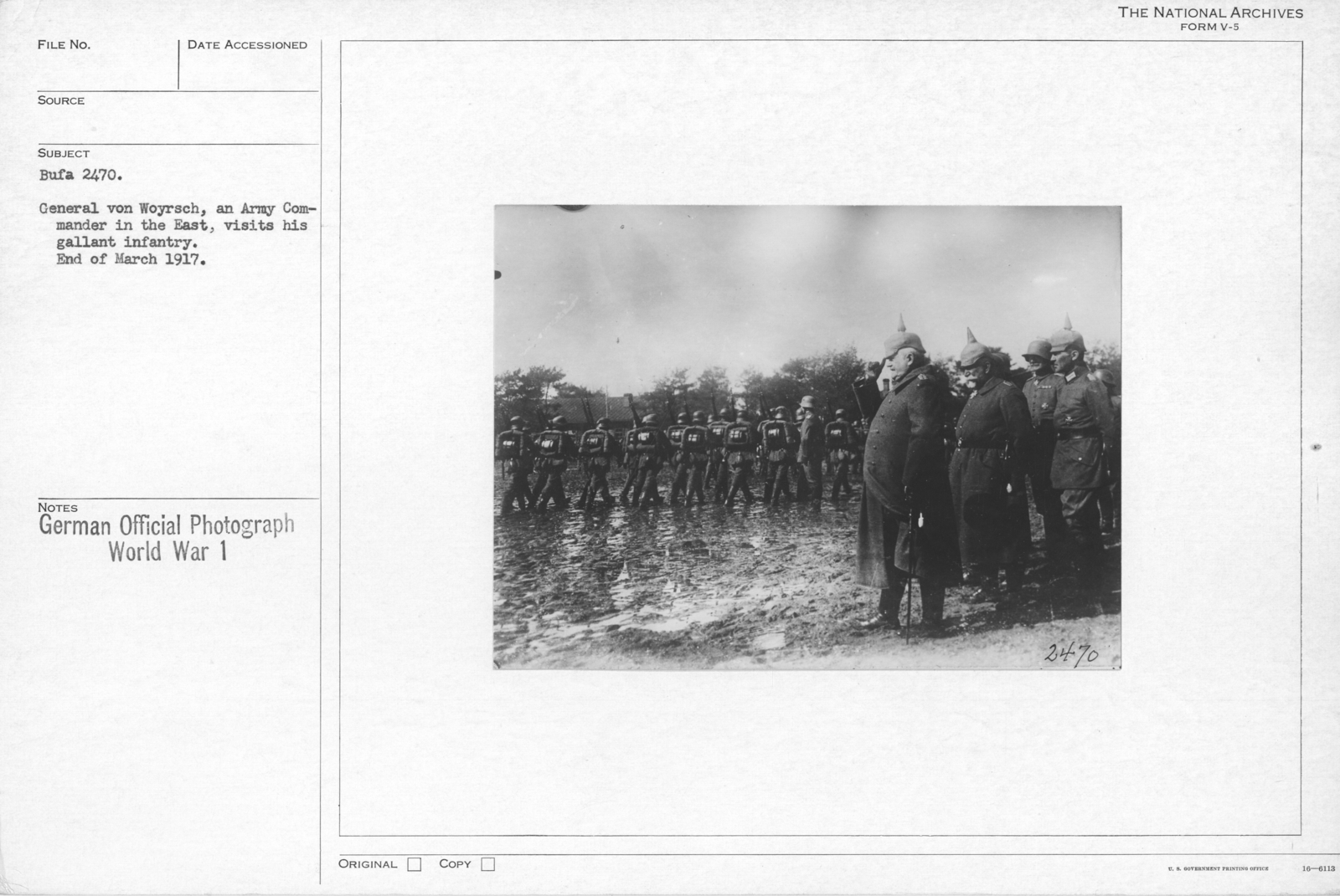 General Von Woyrsch, an Army Comander in the East, visits hiss gallant infantry. End of March 1917