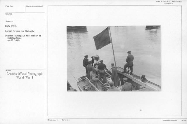 German troops in Finland. Deepsea diving in the harbor of Helsingfors. April 1918