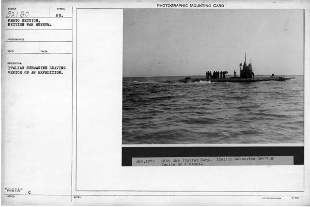 Italian submarine leaving Venice on an expedition