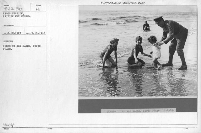 Scene on the sands, Paris Plage. 5-18-1918