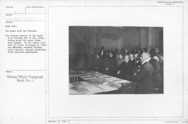 The Peace with the Ukraine. The closing session on the night from february 8th to 9th, 1918; during which the peace terms were signed. In the center from left to right, Secretary of state von Kuhlmann, General Hoffman, Count Czernin, Colonel Gantschew, Pr