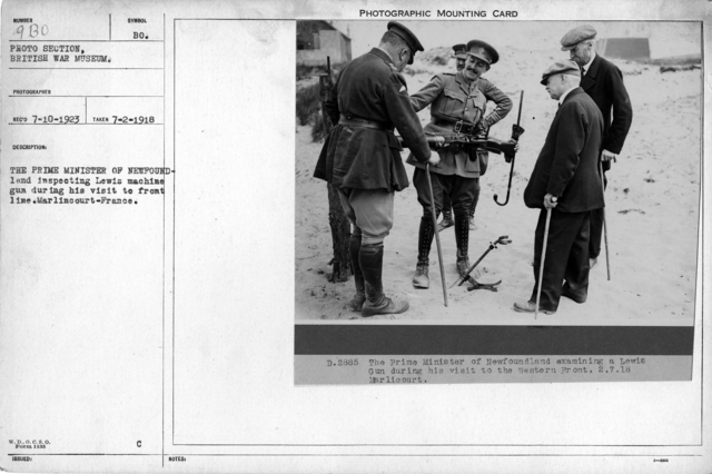 The Prime Minister of Newfoundland examining a Lewis machine gun during his visit to front line. Marlincourt-France. [The location is most likely Maricourt, France.]