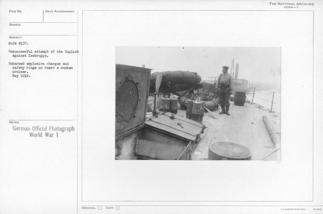 Unsuccessful attempt of the English against Zeebrugge. Unharmed explosive charges and safety rings on board a sunken cruiser. May 1918