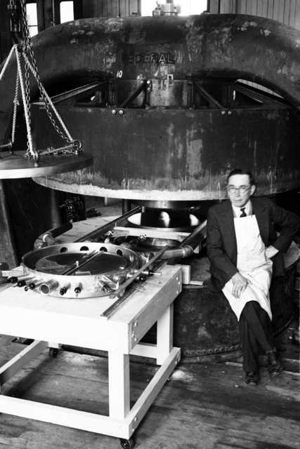 Bill Stamper with 27-inch cyclotron tank #1 and magnet, 1932. [Photographer: Donald Cooksey]