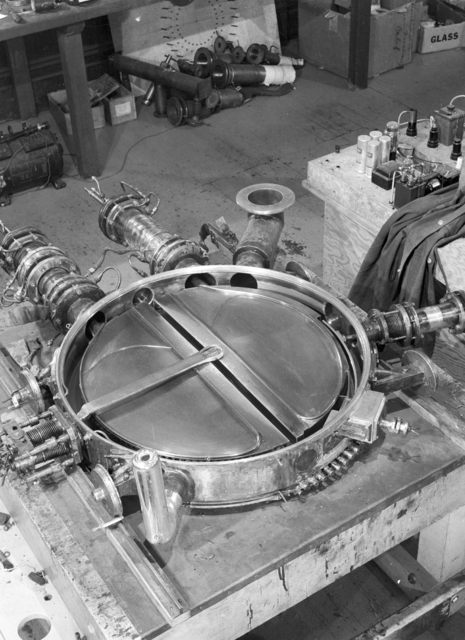 27-inch cyclotron tank #2, fall,1935. See also Cooksey 751. [Photographer: Donald Cooksey]