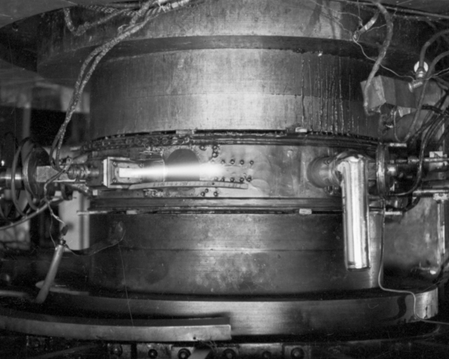 27 1/2-inch cyclotron beam out. Cooksey  17-7, September 25. 1936. See also: Cooksey 757 [Photographer: Donald Cooksey]