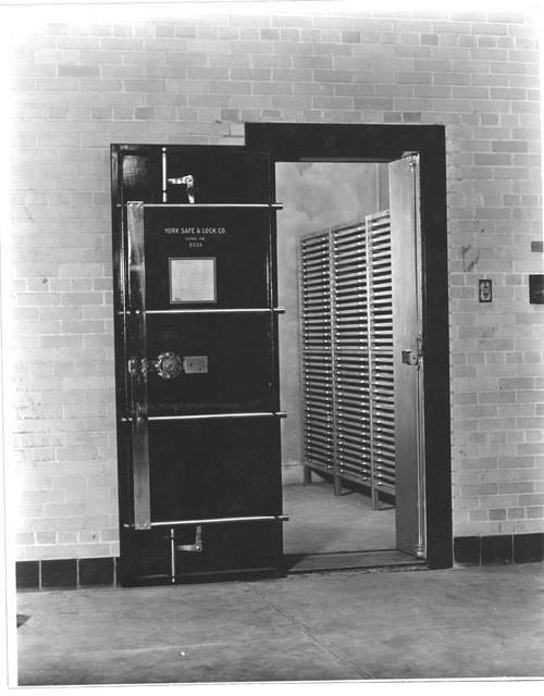 Photograph Humidifying Chamber, Division of Repair and Preservation, National Archives Building