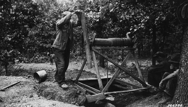 Photograph of Hoisting Operation in Tiff Mining Near Palmer, Missouri