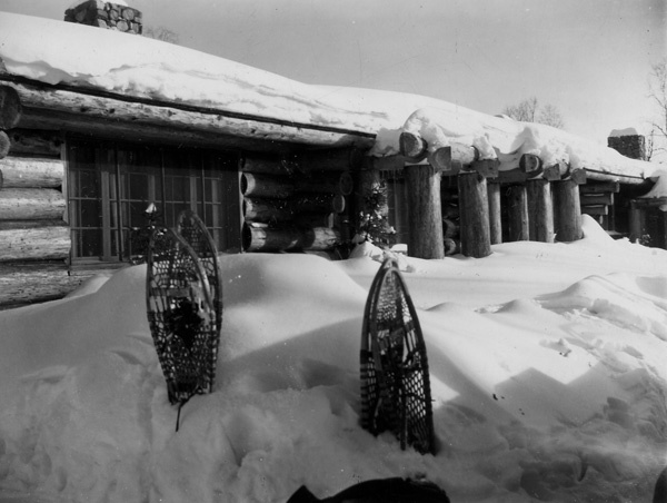 Photograph of Gateway Lodge on Hungry Jack Lake