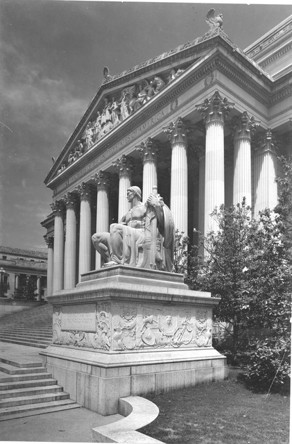 Photograph of Constitution Avenue Entrance of the National Archives Building