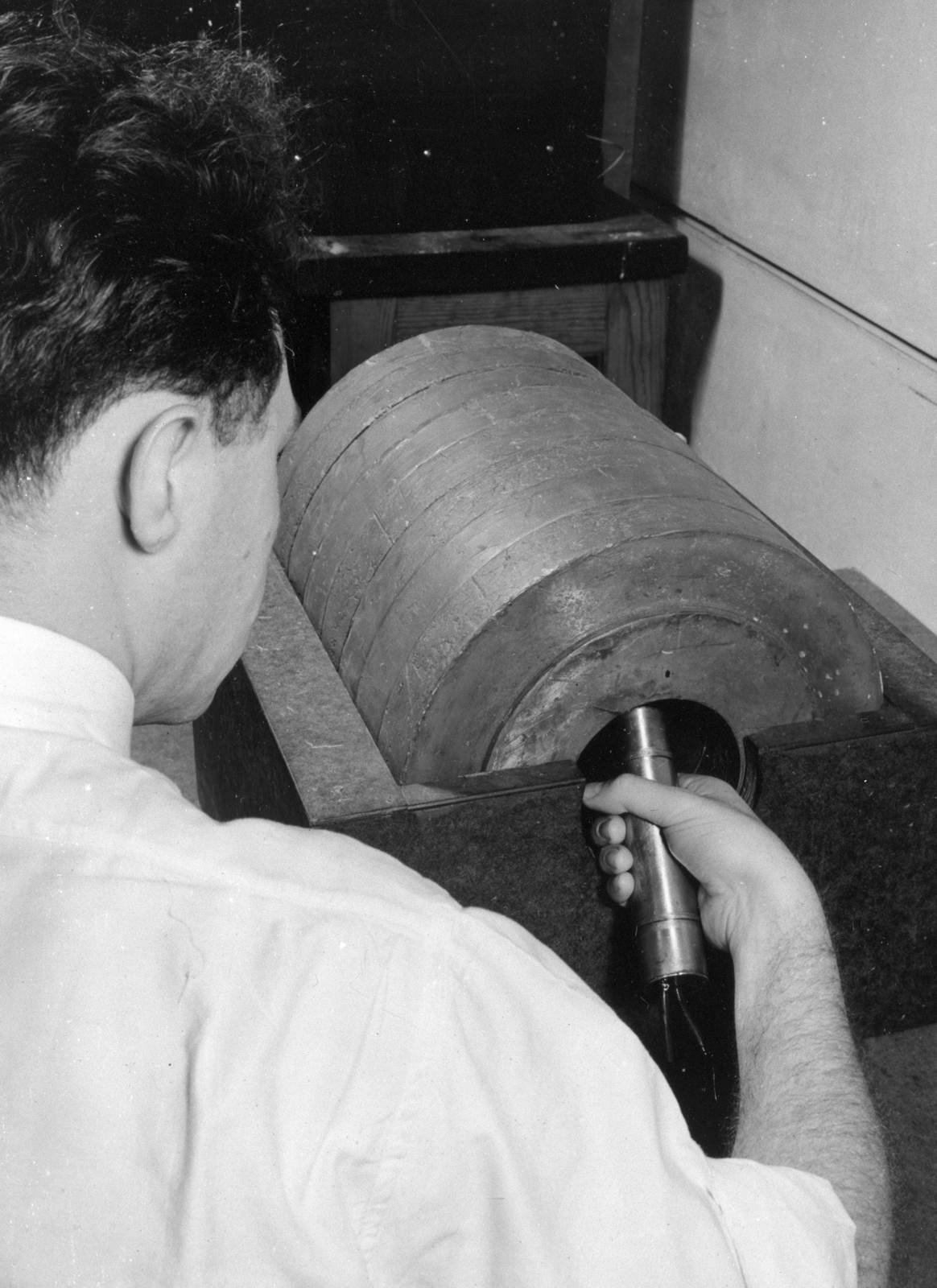 Joseph Gilbert Hamilton radiosodium experiment. January 1939. See also XBB 6808-4763(FMP record missing). [Photographer: Donald Cooksey]