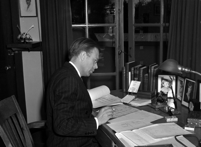 Ernest Orlando Lawrence at his desk in LeConte Hall on the University of California at Berkeley (UCB) campus, taken August 23, 1939. Cooksey 45 [Photographer: Donald Cooksey]