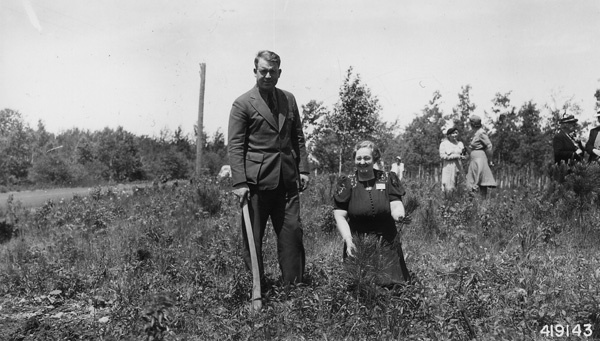 Photograph of Forest Supervisor Clare Hendee with Mrs. L. R. Upham