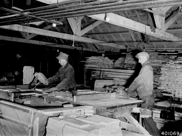 Photograph of a Resaw Crew at Rathborne, Hair and Ridgeway Box Factory
