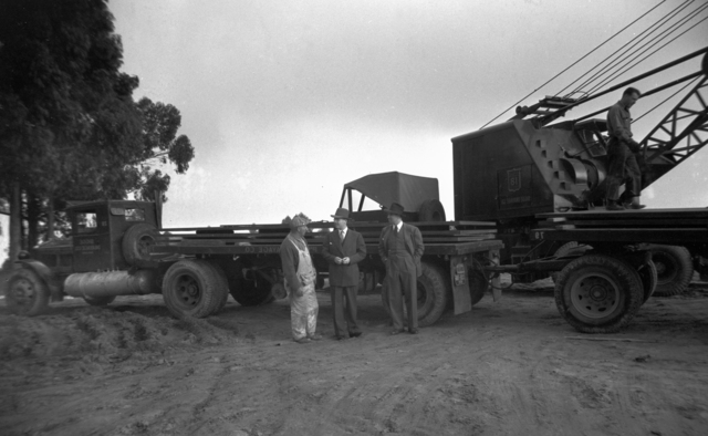Workman in discussion with Bob Wicker and Wallace B. Reynolds at 184-inch magnet site, taken October 31, 1940. Principal Investigator/Project: Analog Conversion Project [Photographer: Donald Cooksey]