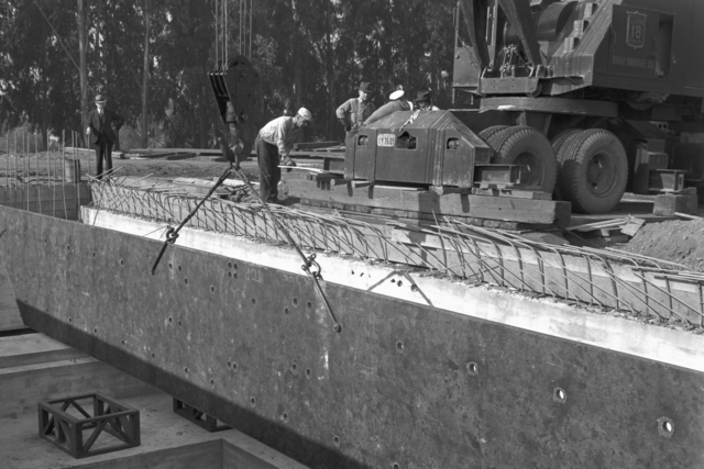 184-inch magnet site. First plate resting on the rails while the rear of the truck is being supported, taken November 25, 1940. Principal Investigator/Project: Analog Conversion Project [Photographer: Donald Cooksey]