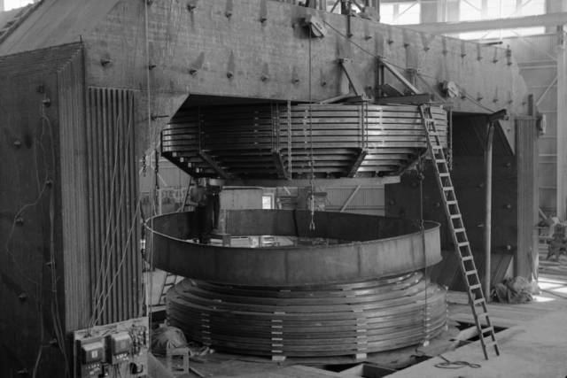 Encasing magnet windings for the184-inch cyclotron, taken May 1942. Principal Investigator/Project: Analog Conversion Project [Photographer: Donald Cooksey]