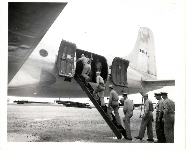 Passengers Going aboard NATS R5D