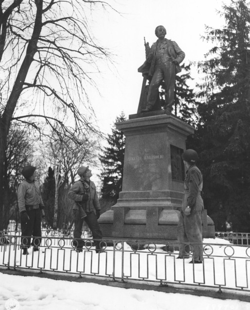 Photograph of Infantrymen at the Bronze Monument to Auguste Barholdi
