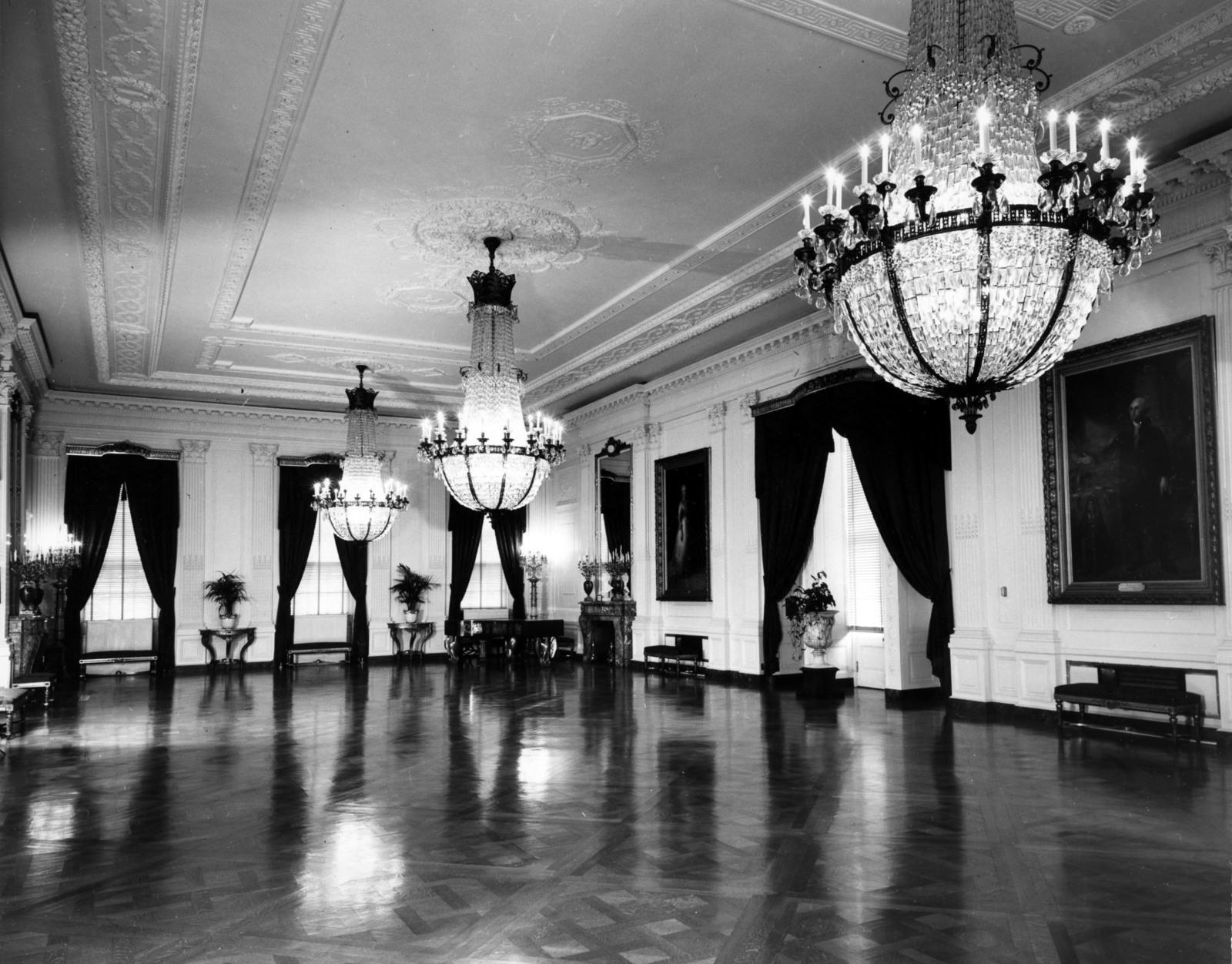 White House East Room, Portraits of George and Martha Washington