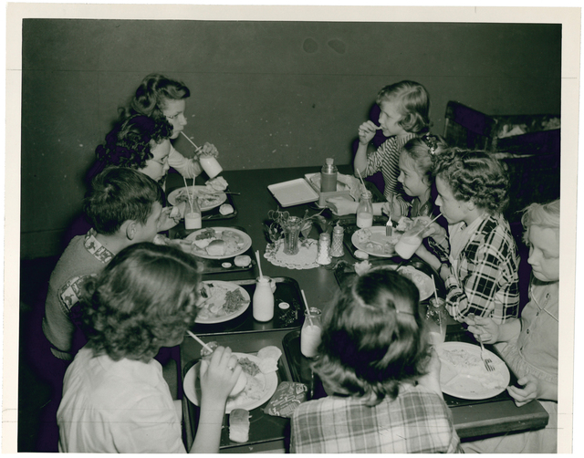 Photograph of Red Bank Elementary School Cafeteria in Chattanooga, Tennessee