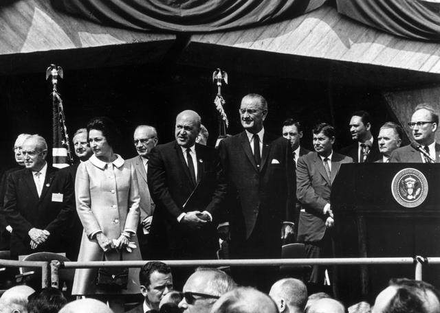 [Select views:]  HUD historical highlights. [Secretaries, Presidents, events]