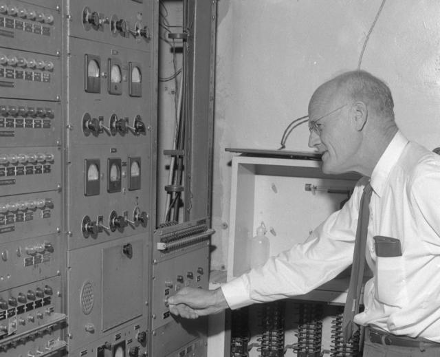 "Shutdown of Crocker Lab 60-inch cyclotron, Bob Thornton. Photo taken 6/30/1962. 60""-628. Principal Investigator/Project: Crocker Lab/60-inch"