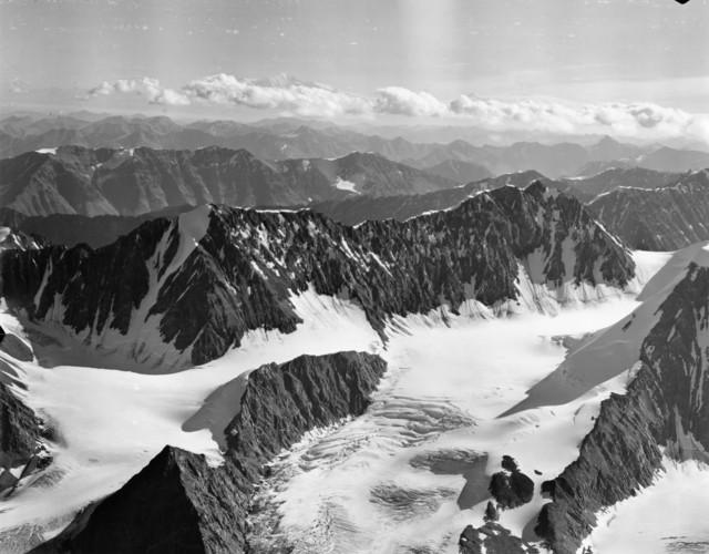 Alaska - Matanuska Glacier through Alaskan Mountains