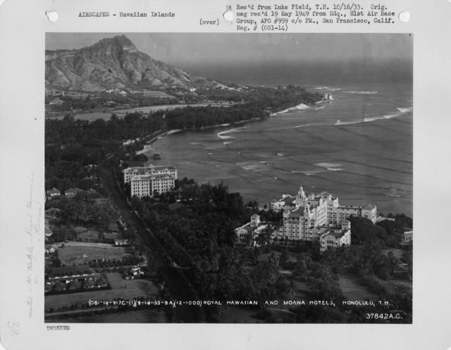 Hawaii - Honolulu through Waikiki Beach