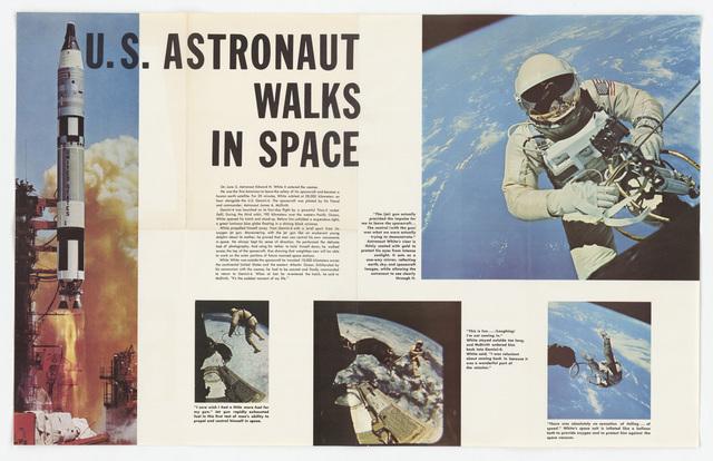 Astronaut Walks in Space Poster (65-360)