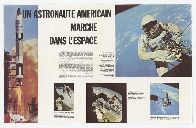Astronaut Walks in Space Poster (65-361)