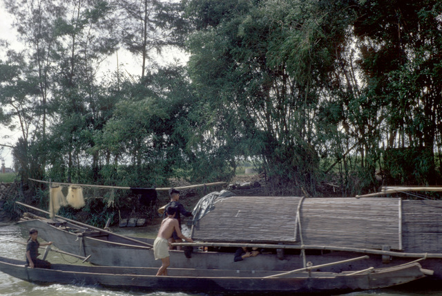 A Vietnamese houseboat on the Cam Lo (Cua Viet) River just east of the Dong Ha ramp