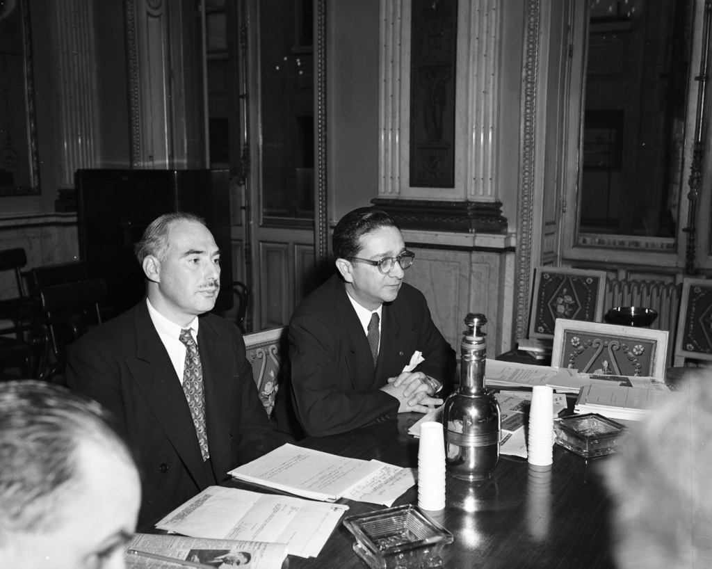 [Ambassador Katz Briefs Representatives of 32 Leadin U.S. Papers on the Opeartions of the Marshall Plan]