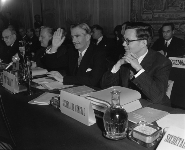 [Eden Opens OEEC Council Meeting In Paris]